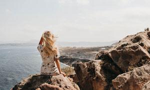观辽阔海景的美女人物摄影高清图片