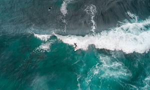 海面上卷起的波涛鸟瞰风光高清图片