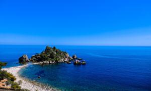 小岛与海天一色的风光摄影高清图片