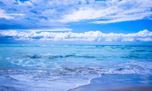 白云与无边无际的大海摄影高清图片