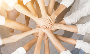 团结加油职场人物特写摄影高清图片