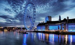 城市夜色下的摩天?#32622;?#26223;摄影图片