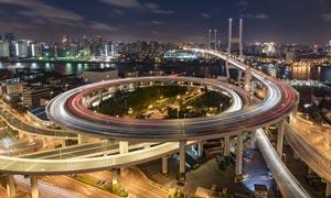 城市壮观的立交桥夜景摄影图片