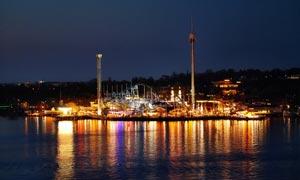海边城市美丽的夜景摄影图片