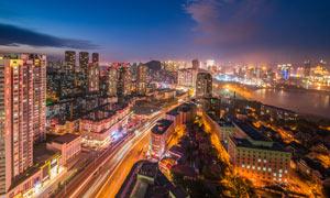 夜晚美麗的城市景觀攝影圖片