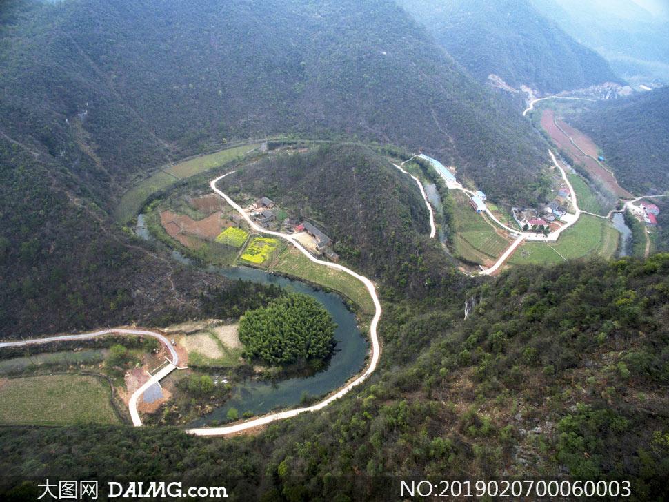 壮观的山路十八弯摄影图片
