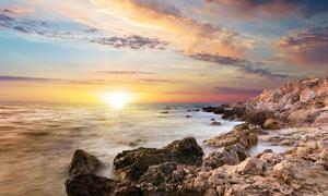 夕阳下的海边美丽风光摄影图片