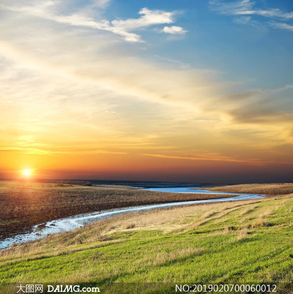 大图首页 高清图片 自然风景 > 素材信息          夕阳下的田园道路