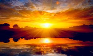 夕阳下的湖泊美丽风景摄影图片