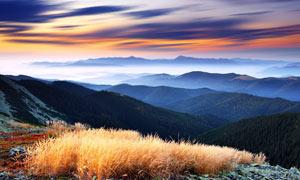 山頂美麗的黃昏景色攝影圖片