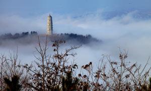 云雾中的文峰塔美景摄影图片
