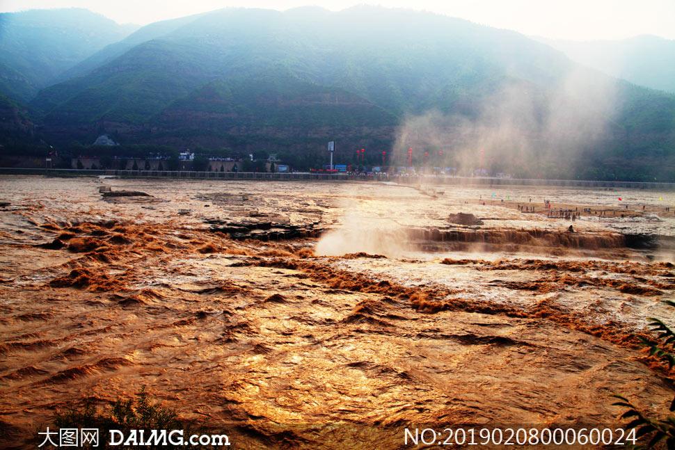 壮观的黄河壶口瀑布摄影图片