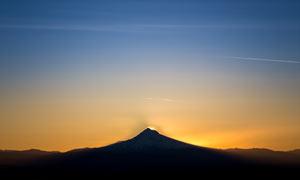 山顶美丽的落日景观高清摄影图片