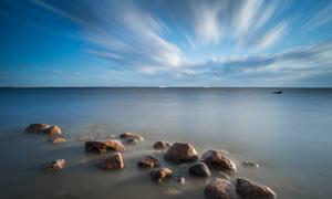 海边美丽的礁石摄影图片
