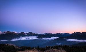 清晨山顶美丽的云海景观摄影图片
