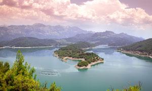 山水湖泊俯视全景摄影图片