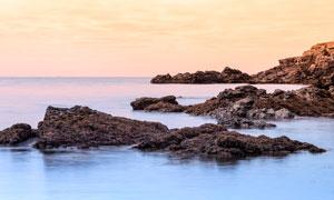 海边美丽的岛礁高清摄影图片