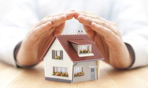 房子模型上的呵护手势创意高清图片