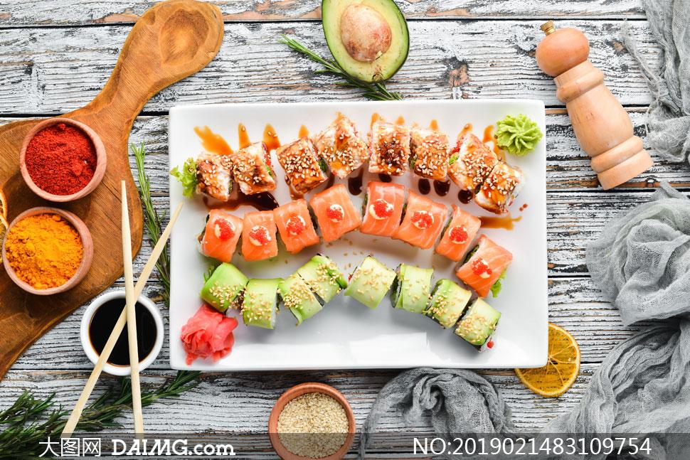 桌面上的美味寿司特写摄影高清图片