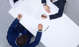在办公的职场人物俯瞰摄影高清图片