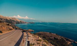海岸公路与海天一色的风光高清图片