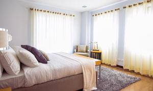 收拾整齐后的卧室房间摄影高清图片