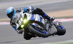 竞速赛场上的摩托车手摄影高清图片