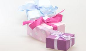 用絲帶包裝好的禮物盒攝影高清圖片