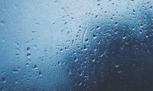 被雨水打湿的磨砂玻璃摄影高清图片