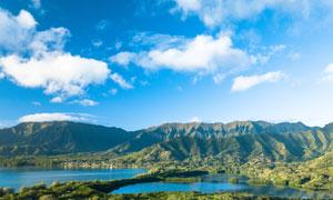 白云下的湖泊青山风光摄影高清图片
