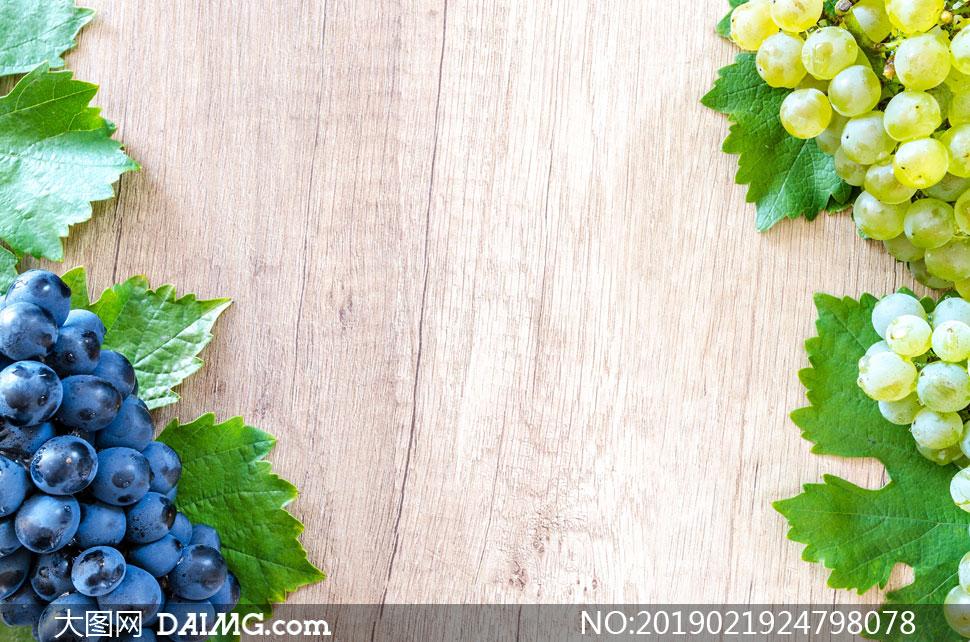桌上摆放好的两种葡萄摄影高清图片