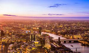 河两岸的城市繁华景象摄影高清图片