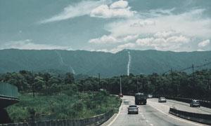 天空云朵大山道路风光摄影高清图片