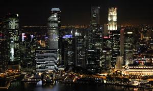 水边的城市建筑群俯瞰视角高清图片