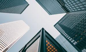 仰望高空视角城市大楼摄影高清图片