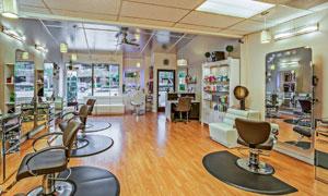 美发店的内部装潢效果摄影高清图片