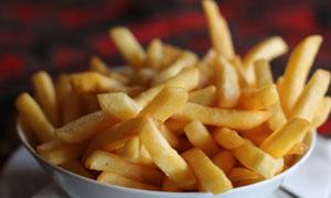 放碗里外焦里嫩的薯条摄影高清图片