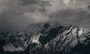 天空乌云下的雪山风光摄影高清图片