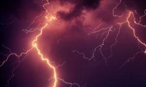 夜晚天空中的闪电景象摄影高清图片