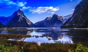 蓝天白云湖泊大山风景摄影高清图片