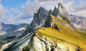 鸟瞰视角下巍峨的群山摄影高清图片