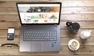 桌上的電腦手機等物品攝影高清圖片