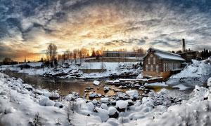 覆有白雪的房子与石头摄影高清图片