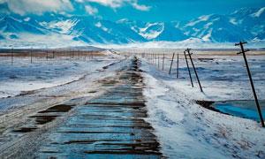 天寒地冻时节雪山风光高清图片