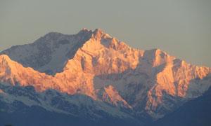 阳光照射下的大山风景摄影高清图片