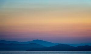 远山与天边的晚霞风景摄影高清图片
