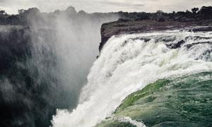 奔腾到山涧的瀑布风光摄影高清图片
