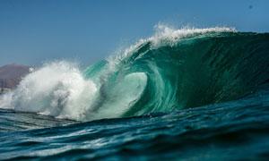 大海上卷起的波涛风光摄影高清图片