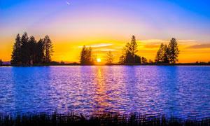夕阳美景与泛着波光的湖面高清图片
