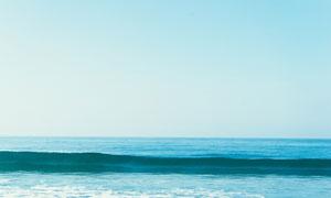 蓝天与辽阔的大海风光摄影高清图片
